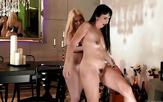 Sissy & Roxy Risingstar are tongue-fucking and fingering