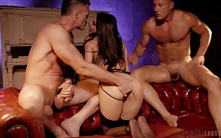 Great threesome this slim wife manages